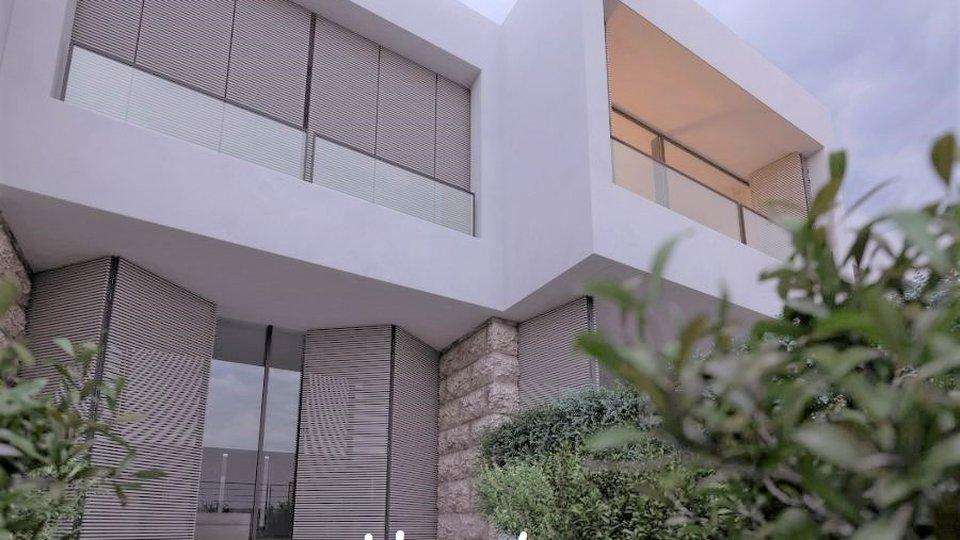 Das Reihenhaus ist mit eigenem Gartenteil und ausreichend Wohnfläche nur 30m zum Strand