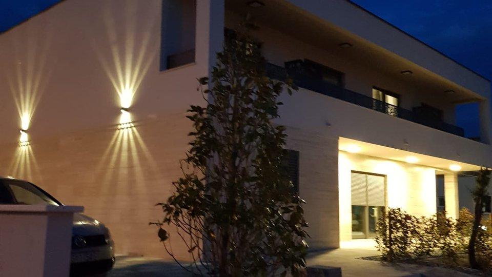 Moderne Luxus-Villa mit Pool- und Meerblick